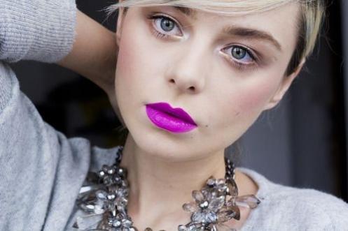dicas-de-maquiagem-batom-roxo-3